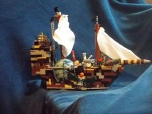 Diese Schiff hat Tobias aus Lego gebaut ...